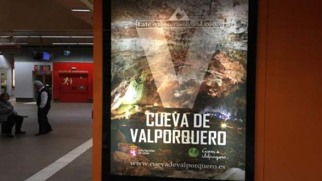 La Cueva de Valporquero de León se promociona en los intercambiadores de transpo