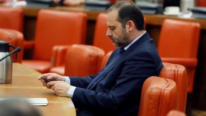 El ministro de Fomento, José Luis Ábalos, durante la reunión de la Diputación Permanente.