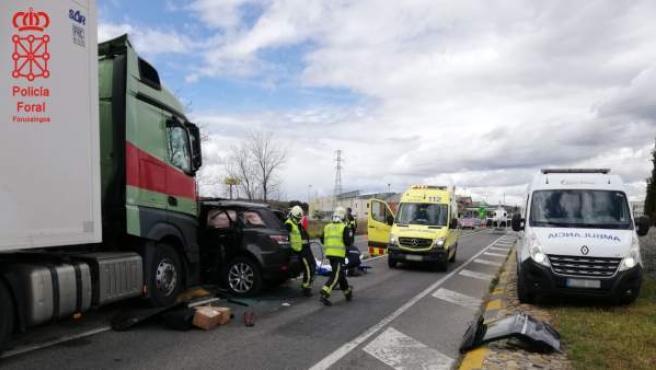 Sucesos.- Dos heridos en un accidente entre un camión y un todoterreno en Tafall