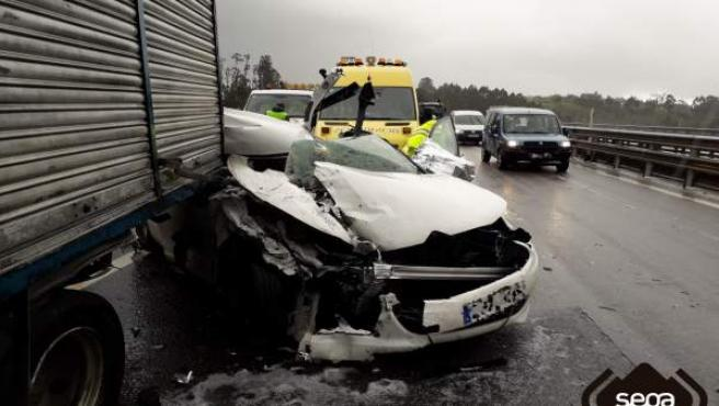 Sucesos.- Una mujer herida un una accidente en la 'Y' a la altura de Gijón