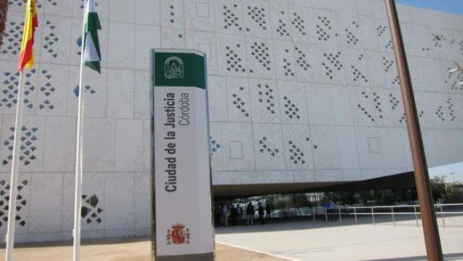 Córdoba.- Tribunales.- A juicio una madre acusada de morder en el brazo a su hij