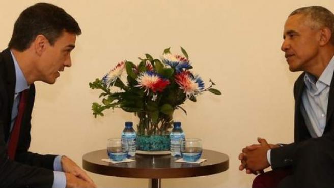 Pedro Sánchez y Barack Obama, en sus dos encuentros.