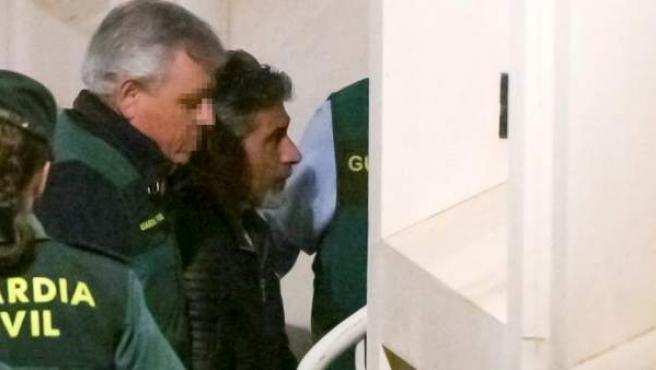 Bernardo Montoya, asesino confeso de Laura Luelmo, a su llegada a los juzgados de Valverde del Camino.