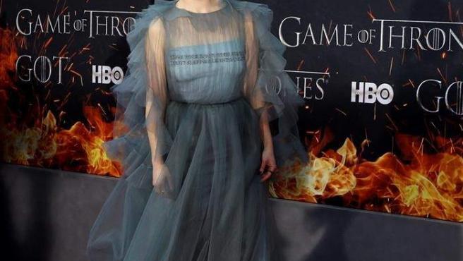 La actriz Emilia Clarke, en la alfombra roja del estreno de la octava y última temporada de 'Juego de Tronos', en el Radio City Music Hall de Nueva York.