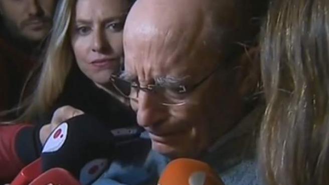 Ángel Hernández, al recordar a su mujer ante los medios.