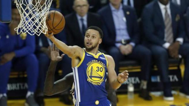 Curry, en un partido ante los Hornets