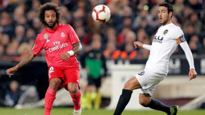 Marcelo y Parejo, durante el Valencia - Real Madrid.