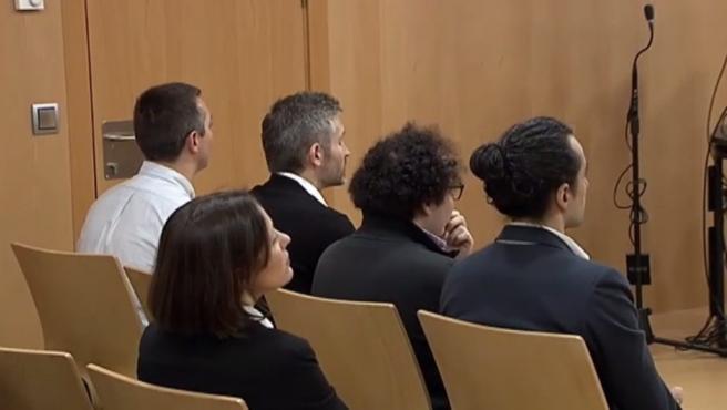 Los cuatro responsables de la web de descargas ilegales 'seriesyonkis.com' son juzgados en Murcia.