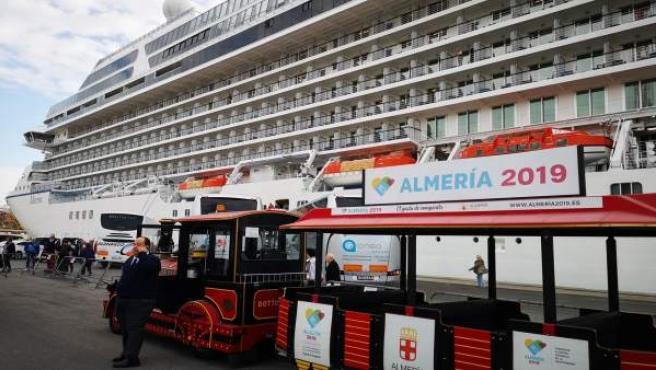 Almería.-Turismo.-Puertos.-Puerto de Almería se promociona en la feria de crucer