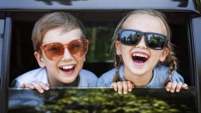 Los menores de estatura igual o inferior a 135 centímetros deben utilizar siempre sistemas de retención infantil.