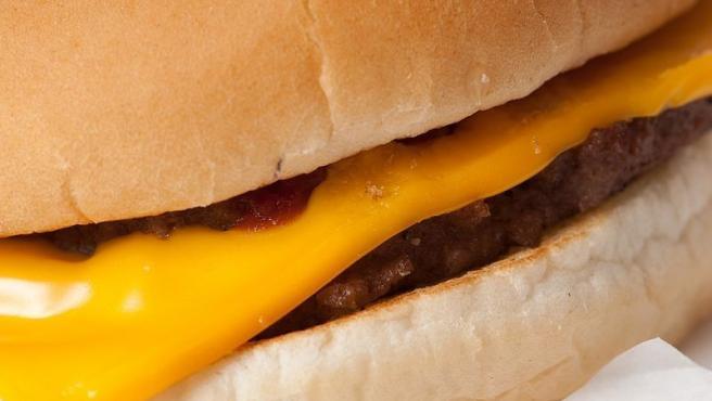 Una hamburguesa de McDonald's.