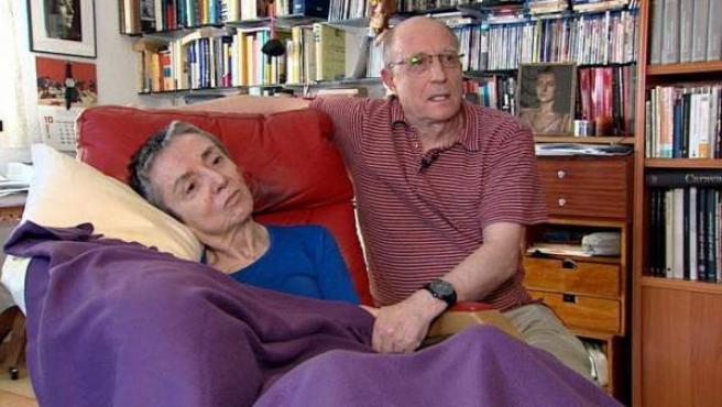 Ángel Hernández y María José Carrasco, en una imagen del vídeo en el que ella confirma que quiere morir
