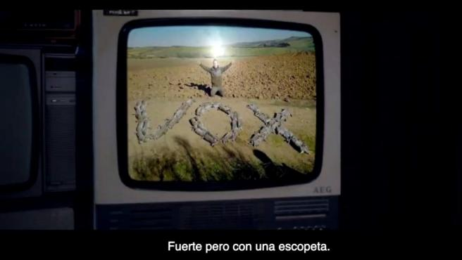 Un momento del anuncio de Pacma para la campaña del 28-A, donde arremete contra Vox.