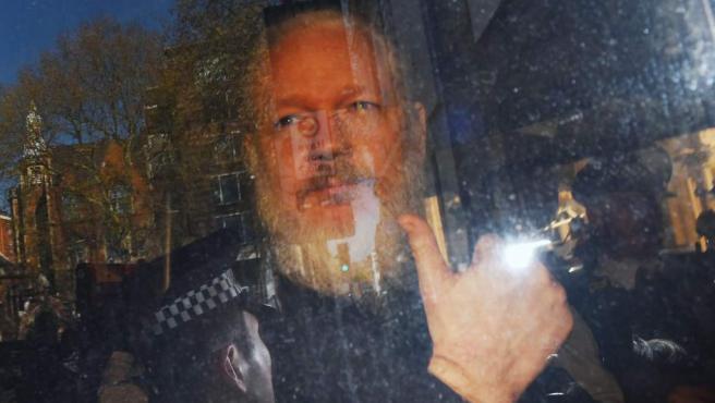 El fundador de WikiLeaks, Julian Assange, a su llegada a la Corte de Magistrados de Westminster, en Londres (Reino Unido), tras su detención.