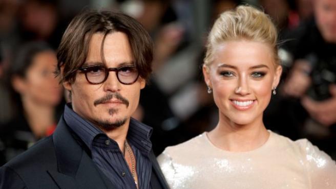 Johnny Depp y Amber Heard en la presentación de 'Los diarios del Ron' en noviembre de 2011.