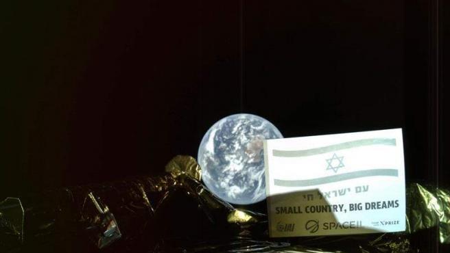 El módulo lunar israelí Bereshit, en una imagen tomada desde la propia nave, a 37.600 kilómetros de la Tierra.
