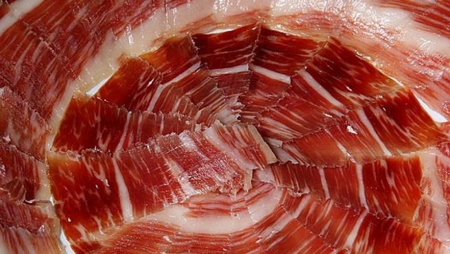Un plato de jamón.