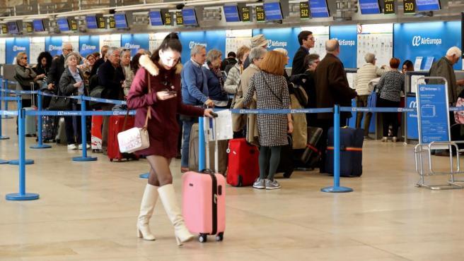 Viajeros en el Aeropuerto Adolfo Suárez Madrid-Barajas.