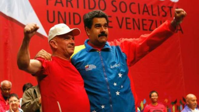 Imagen de archivo de Hugo Carvajal, jefe de la inteligencia venezolana, junto a Nicolás Maduro en Venezuela.