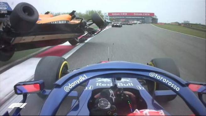 Daniil Kvyat golpea al McLaren de Lando Norris en el GP de China.