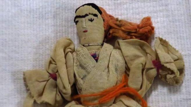 Muñeca mexicana de trapo del siglo XVIII.