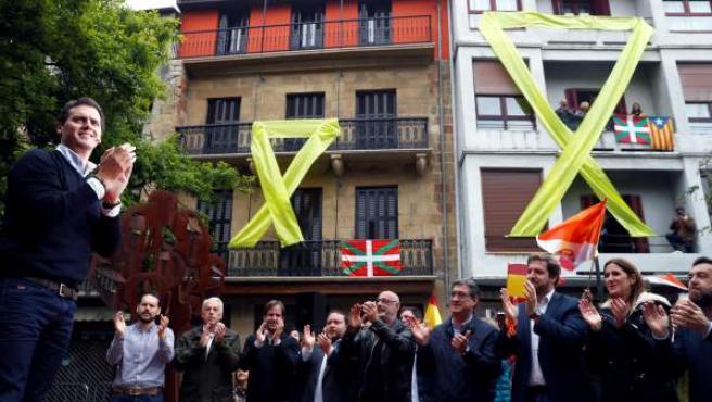 El candidato de Ciudadanos a la Presidencia del Gobierno, Albert Rivera, en el mitin electoral en Rentería.