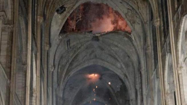 Vista interior de la catedral de Notre Dame este lunes, en París (Francia).