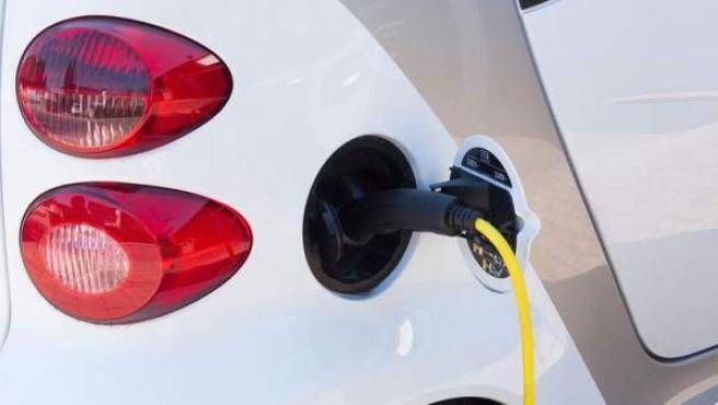 Los coches eléctricos están formados por tres partes: motor, batería y transformador.