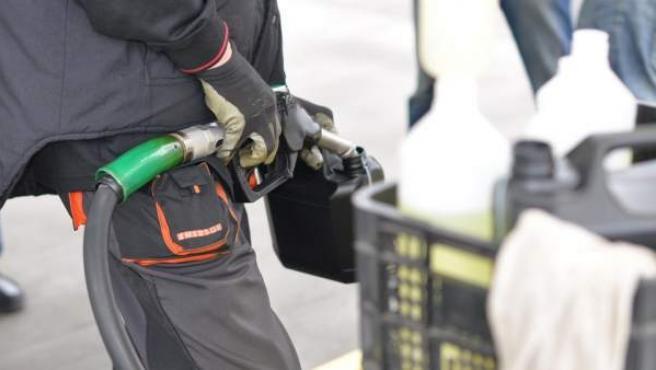 Un surtidor de combustible, en una imagen de archivo.