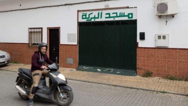 Mezquita del barrio sevillano de El Cerro del Aguila, en la que rezaba el presunto yihadista que supuestamente tenía previsto atentar en Sevilla.