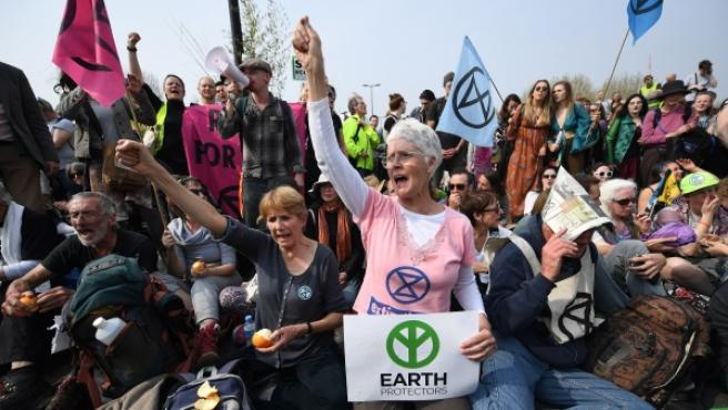 Ecologistas del grupo 'Extinction Rebellion' protestando en Londres para exigir medidas contra el cambo climático.