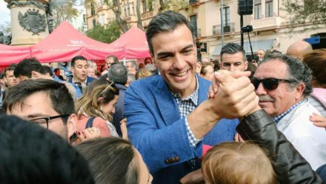 Pedro Sánchez hace campaña en Ibiza.