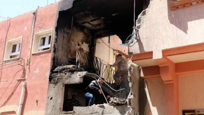 Daños causados en Trípoli, Libia, por un bombardeo de las fuerzas leales al mariscal Jalifa Hafter.