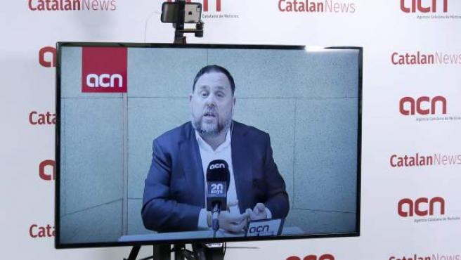 El exvicepresidente del Govern y actual cabeza de lista de ERC en las elecciones del 28A, Oriol Junqueras, en rueda de prensa desde la prisión de Soto del Real (Madrid).