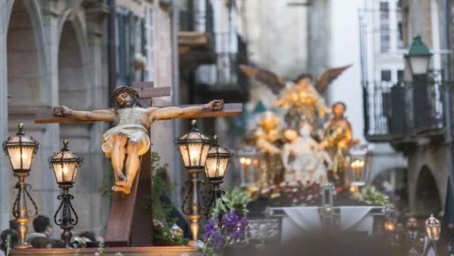La Procesión dos Irmáns sale este sábado a las calles de Compostela con la Brilat y la Banda de Santiago