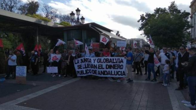 Sevilla.-La plantilla del metro protesta en la Puerta de Jerez y avisa que la empresa tiene hasta '20 trenes preparados'
