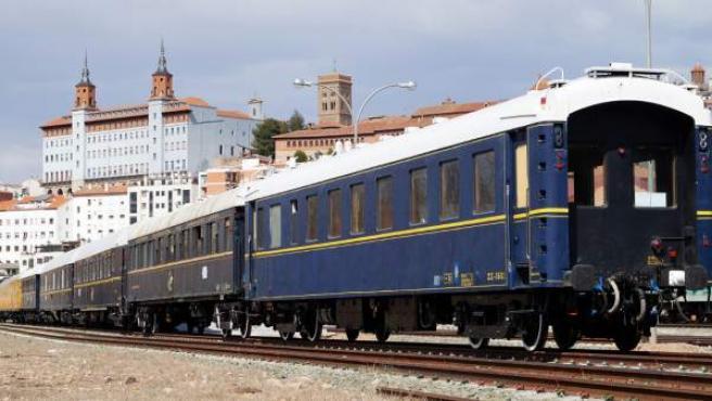 La Asociación Zaragozana de Amigos del Ferrocarril pone en marcha un tren para visitar la Semana Santa del Bajo Aragón