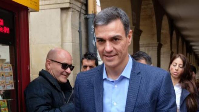 El secretario general del PSOE y presidente del Gobierno, Pedro Sánchez, en Logroño, antes de participar en un acto electoral.
