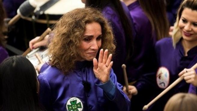 La cantante y actriz Ana Belén, emocionada tras dar inicio a la rompida de la hora.