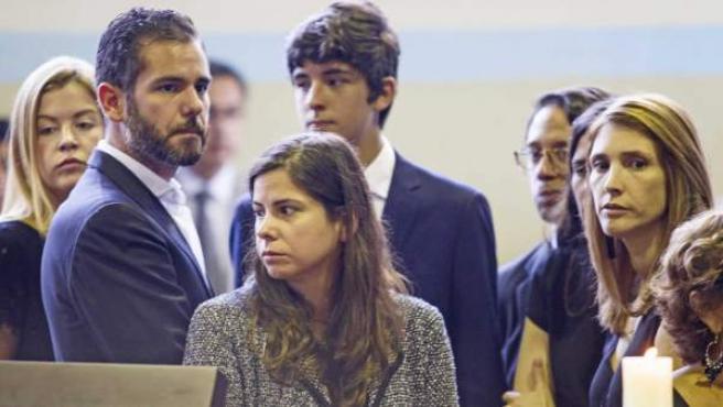 Los hijos del expresidente peruano Alan García, en el velatorio.