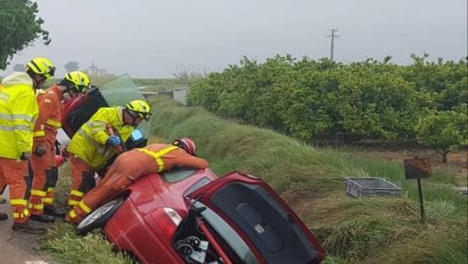 Valencia.- Sucesos.- Los bomberos intervienen en tres accidentes de tráfico en la provincia y rescatan a personas en dos