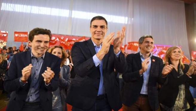 Pedro Sánchez en un acto del PSOE en Santander