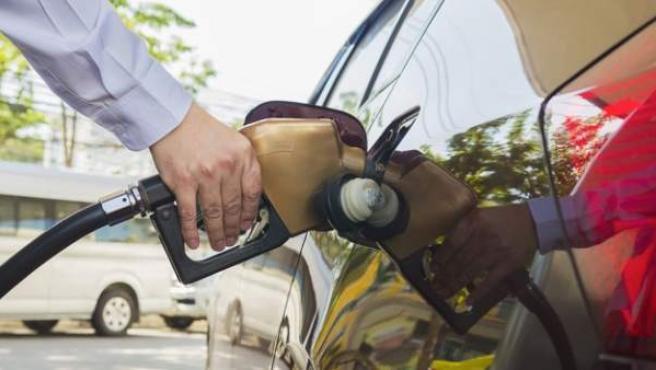El precio de los carburantes continúa al alza por cuarta semana consecutiva.