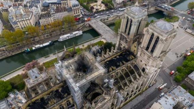Imagen aérea de la catedral de Notre Dame tras el incendio.