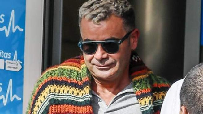El presentador Jorge Javier Vázquez sale del hospital tras unas pruebas médicas el pasado 16 de abril.
