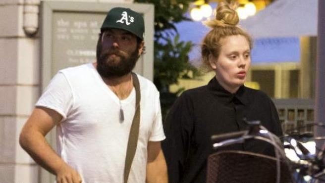 Imagen de archivo de Adele junto a su exmarido, Simon Konecki.