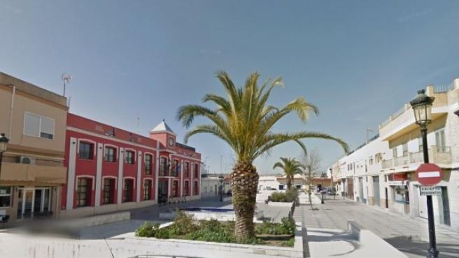 Exterior del Ayuntamiento de Isla Mayor en la plaza García Lorca.
