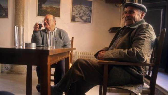 Dos hombres mayores, en una imagen de archivo.