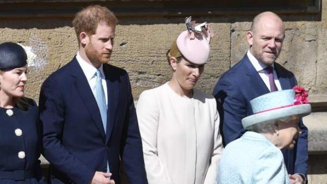 El príncipe Harry, junto a la reina Isabel II de Inglaterra el día de su 93 cumpleaños.