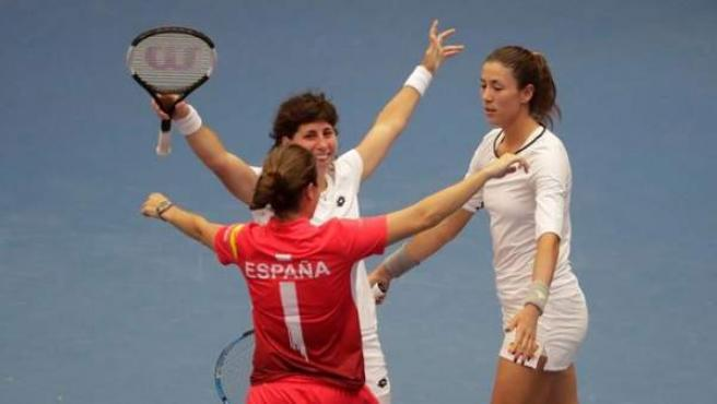 El equipo español de Copa federación celebra el ascenso al Grupo Mundial.